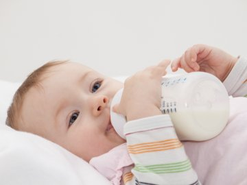 Limpiar mamadera de bebe