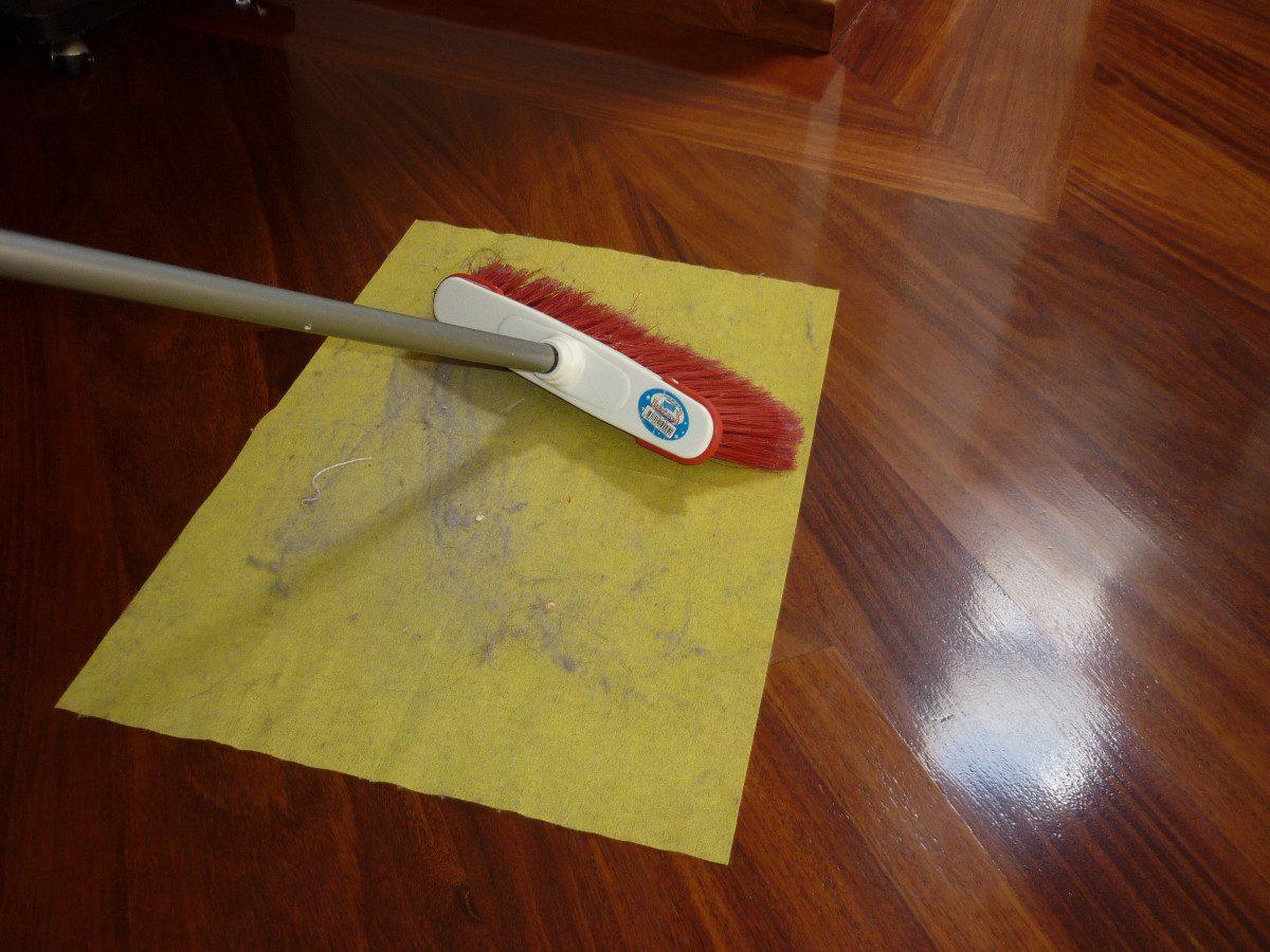 Como Limpiar El Suelo Trendy Imagen Titulada Clean Cork Floors  ~ Como Limpiar El Suelo De Gres Para Que Brille