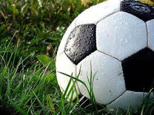 Cómo limpiar una pelota de fútbol?