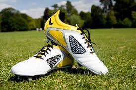 Te proponemos dos maneras sencillas y eficaces para limpiar tus botines de  futbol. e8c0b808a6f38
