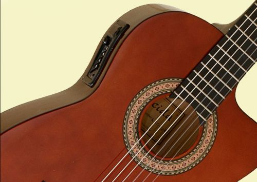 C mo limpiar una guitarra ac stica - Cuerda de nylon ...