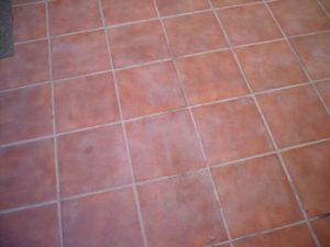 Cómo limpiar un piso de baldosas?