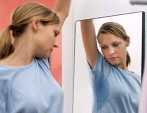 Cómo limpiar o quitar manchas de sudor sobre tela?
