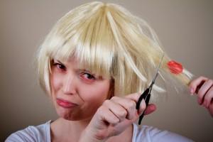 Como limpiar un chicle del cabello?