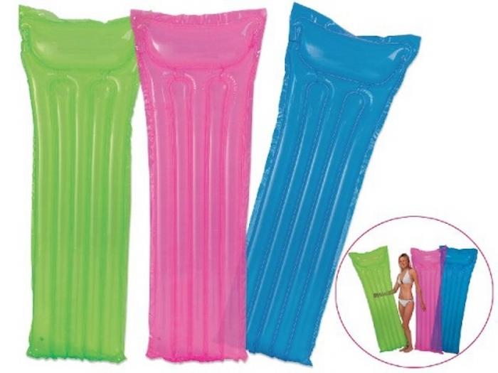 C mo limpiar los art culos inflables de piscina for Colchonetas de piscina