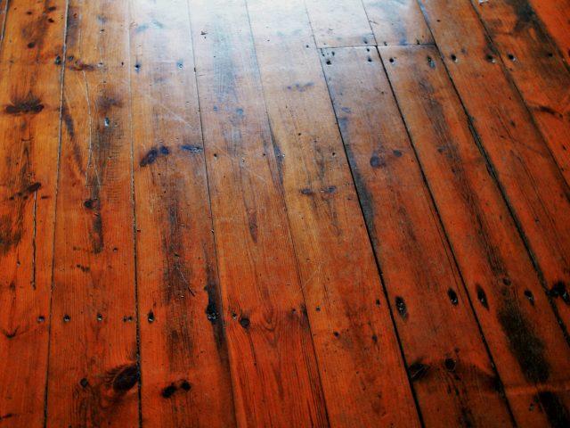 Cómo limpiar pisos de madera fina?