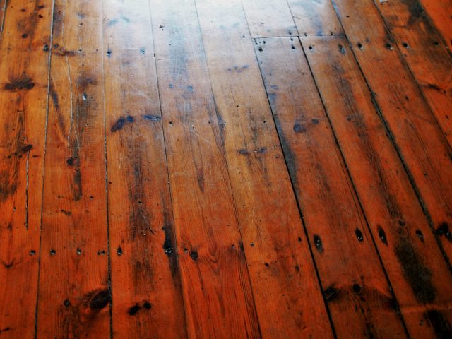 C mo limpiar pisos de madera fina - Como limpiar la madera ...