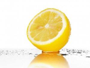 Cómo limpia o se utiliza el limón?