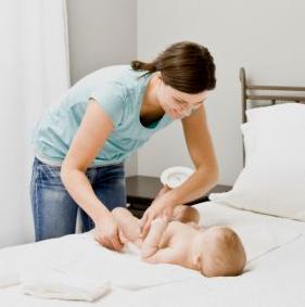 Como limpiar y cambiar el pañal de un bebe?