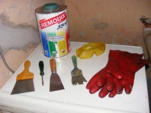 Cómo limpiar pintura de una superficie de madera?