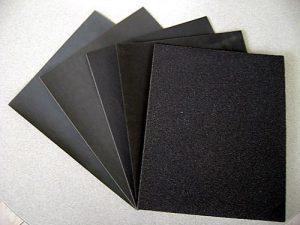 Cómo limpia el papel de lija?