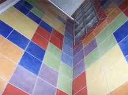 Cómo limpiar los azulejos altos?