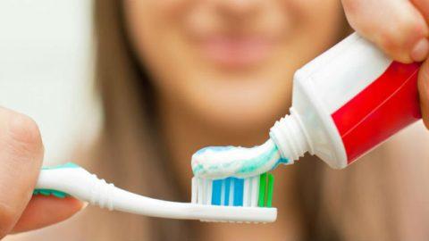 como-limpiar-el-cepillo-de-dientes