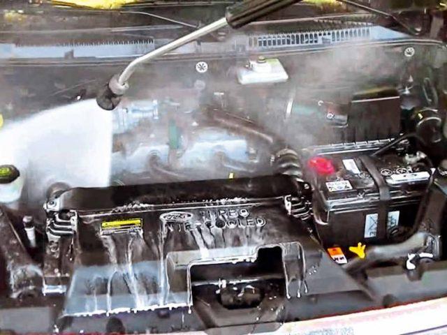 C mo limpiar el motor de un auto - Limpiar el interior del coche ...