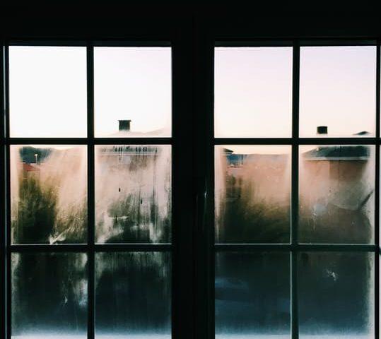 C mo limpiar los rieles de las ventanas - Como limpiar cristales grandes ...