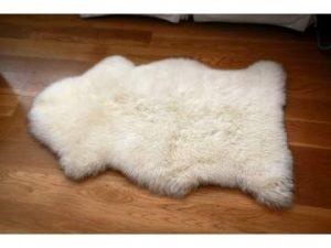 Cómo limpiar una alfombra de piel de oveja?