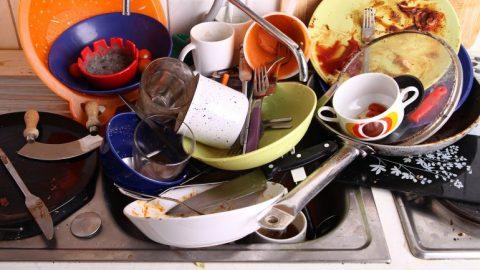 como-limpiar-los-platos-sin-detergente