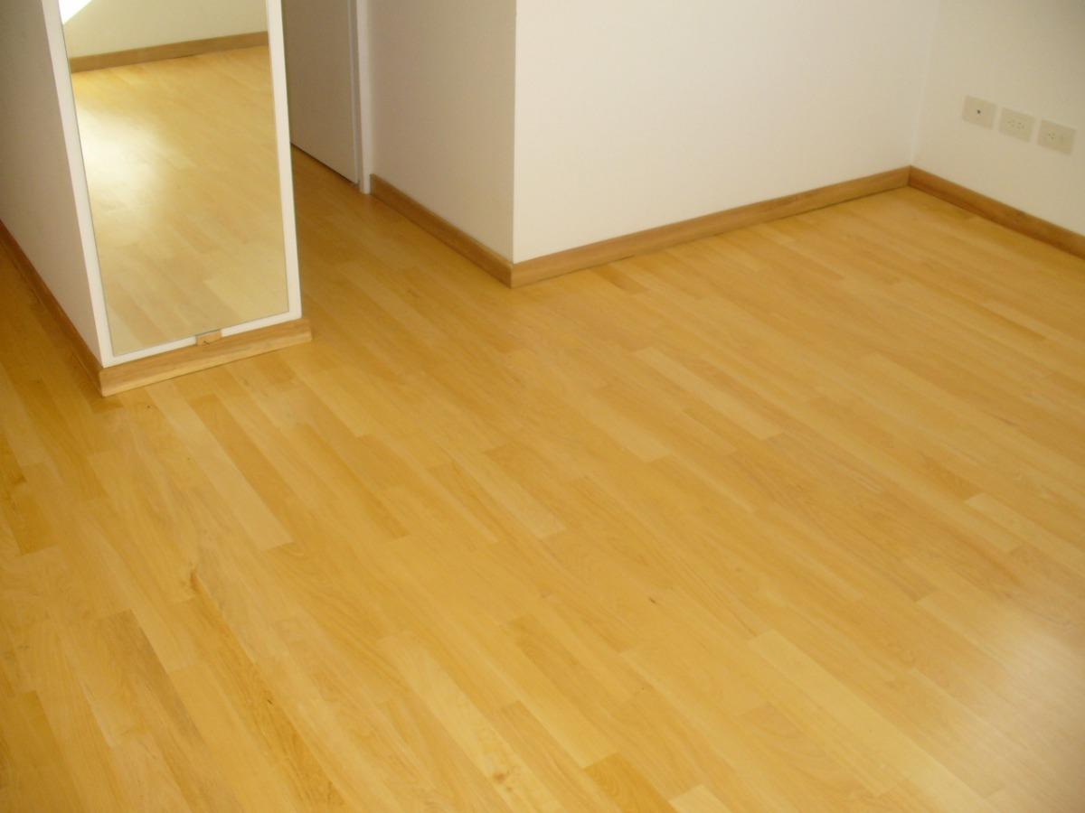 Como limpiar un suelo de madera excellent piso with como - Limpiar suelo porcelanico ...