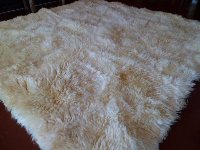C mo limpiar una alfombra de piel de oveja - Productos para limpiar alfombras ...
