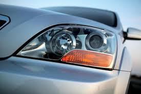 Cómo limpiar los faros/luces de un auto?