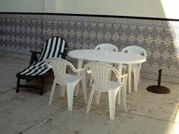 Cómo limpiar la mesa del patio/jardín?