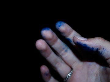 como limpiar manos manchadas de tinta