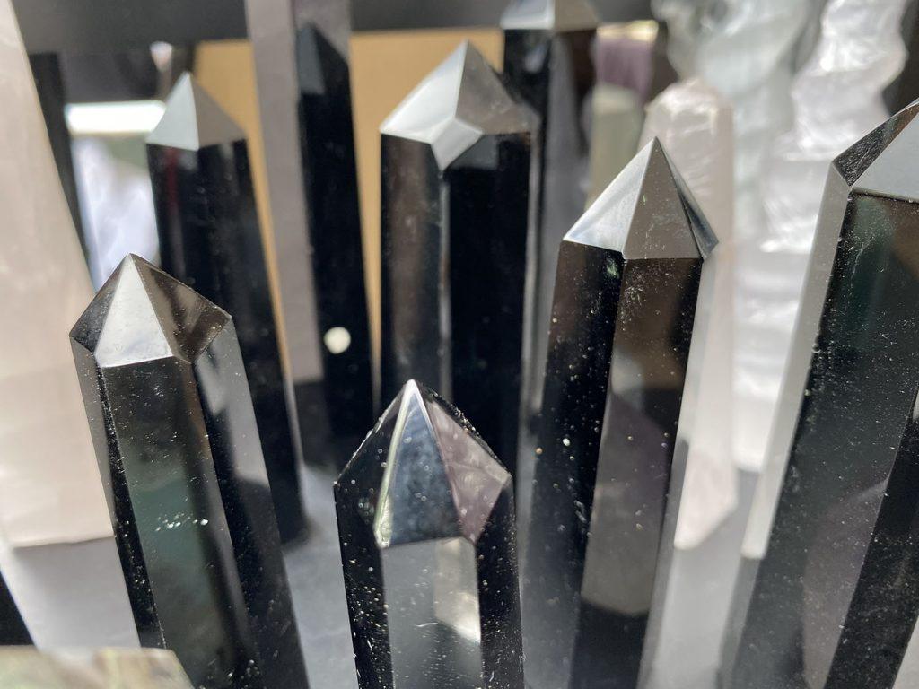 Hermosos ejemplares de Cuarzo negro tallado